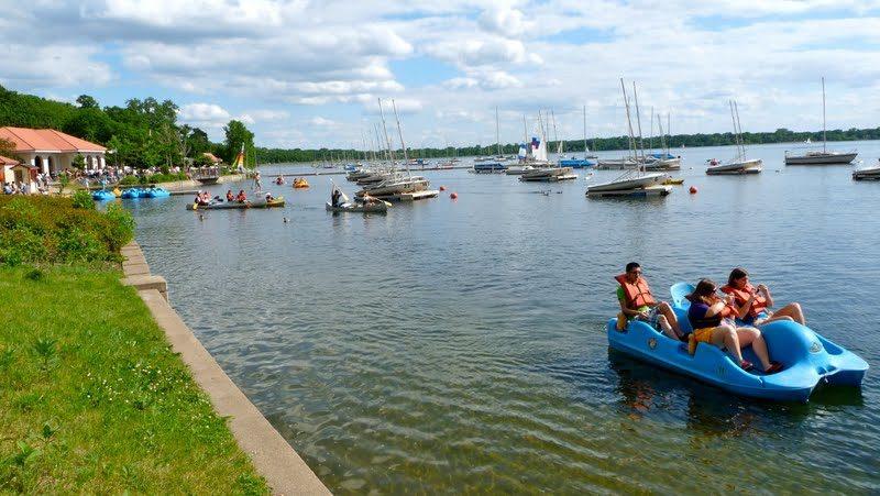 Lake calhoun boat rentals from Wheel Fun Rentals